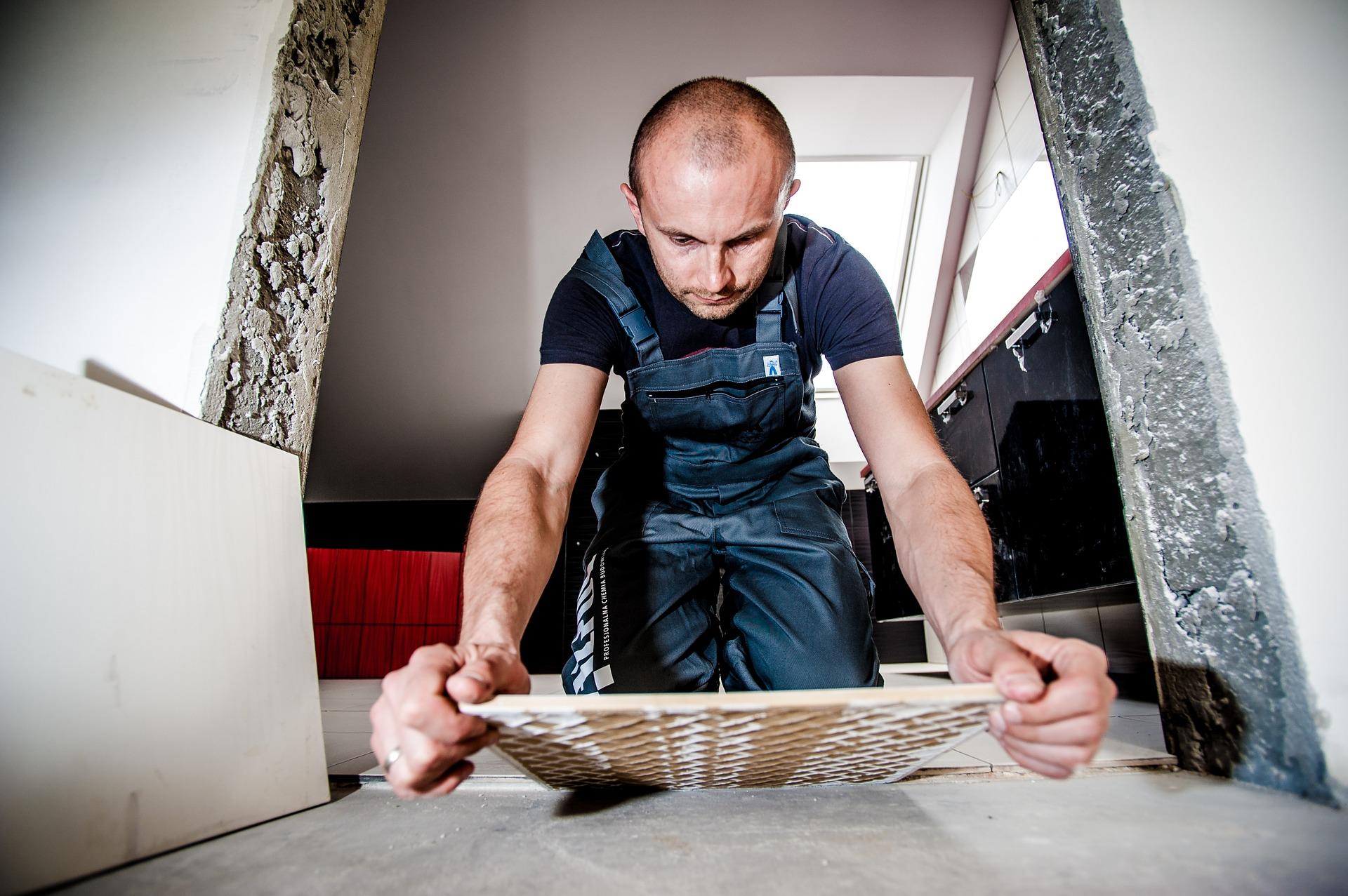 Ibland är det bra att ta hjälp med att renovera lägenhet